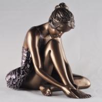 Sculptura balerina care se pregateste by Beauchamp Bronze