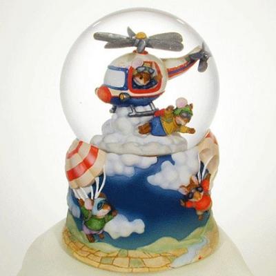 Glob cu apa si cutiuta muzicala Soriceii Zburatori