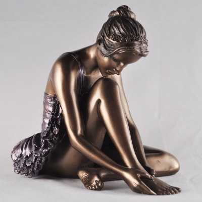 Sculptura balerina care se pregateste by Beauchamp Bronze