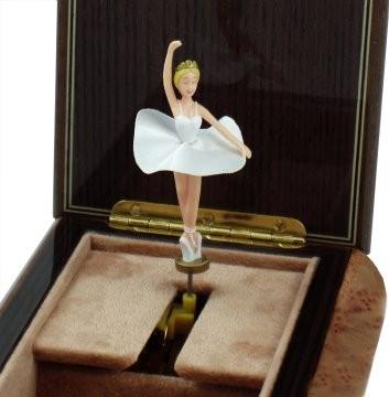 Mergi la Cutie muzicala din lemn pentru bijuterii Balerina