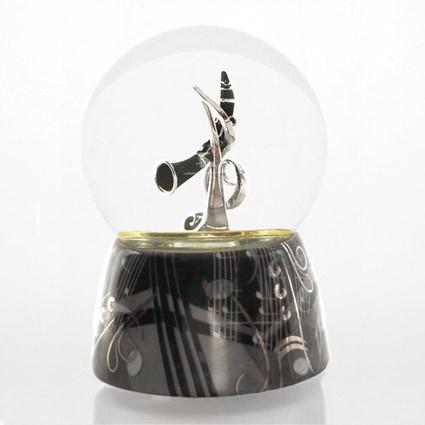 Mergi la Glob muzical cu apa clarinet