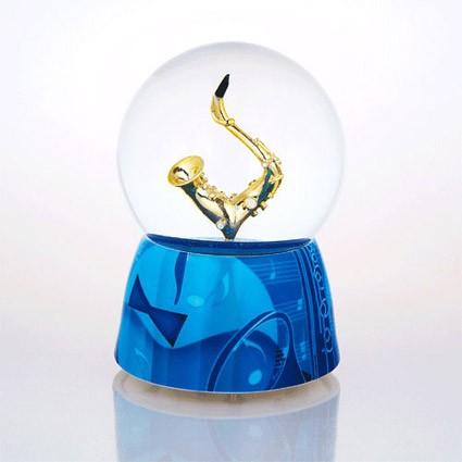 Mergi la Glob muzical cu apa saxofon